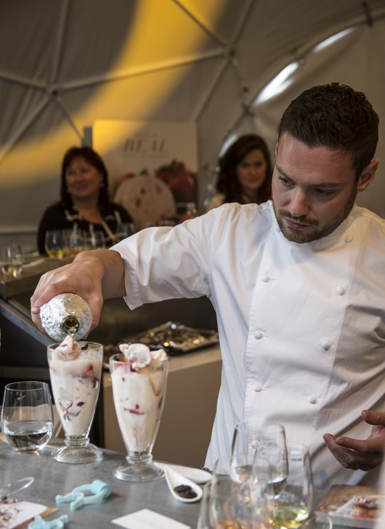 Chef Dan Doherty making a Häagen-Dazs peach melba float